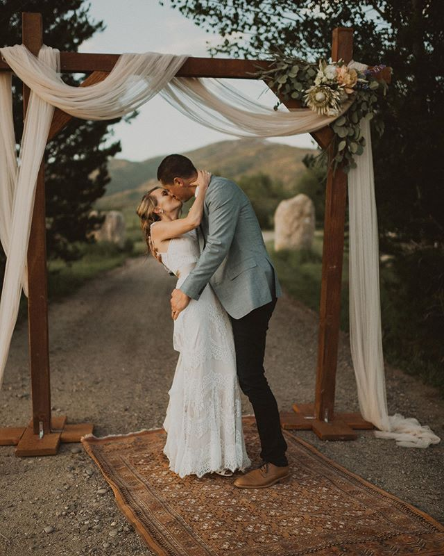 On my way back to Steamboat Springs today, so so so looking forward to getting out of the Texas heat and into some fresh mountain air 🏔⠀...and spending the plane ride editing this perfect little wedding ❤️ ⠀ ⠀ .⠀ .⠀ .⠀ ⠀ #photobugcommunity #oregonweddingphotographer #portlandweddingphotographer #laketahoewedding #denverelopementphotographer #denverweddingphotographer #southlaketahoe⠀ #texaselopementphotographer #junebugweddings #dirtybootsandmessyhair #mountainbride #indiebride #bohobride #mountainelopement #portlandphotographer #oregonelopementphotographer #pnwweddingphotographer #denverphotographer #californiaelopementphotographer #mountainwedding #coloradowedding #californiawedding #californiaweddingphotographer #texasweddingphotographer #anotherwildstory #wildhairandhappyhearts #heywildweddings #adventurouslovestories #laketahoe #laketahoeweddingphotographer