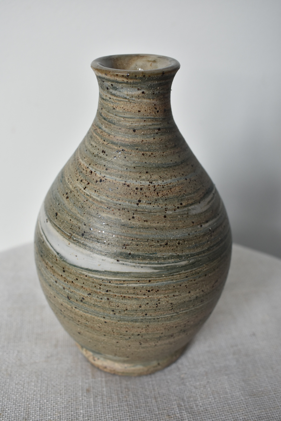 LVLVT Pottery - Nature-inspired, functional ceramic pieces