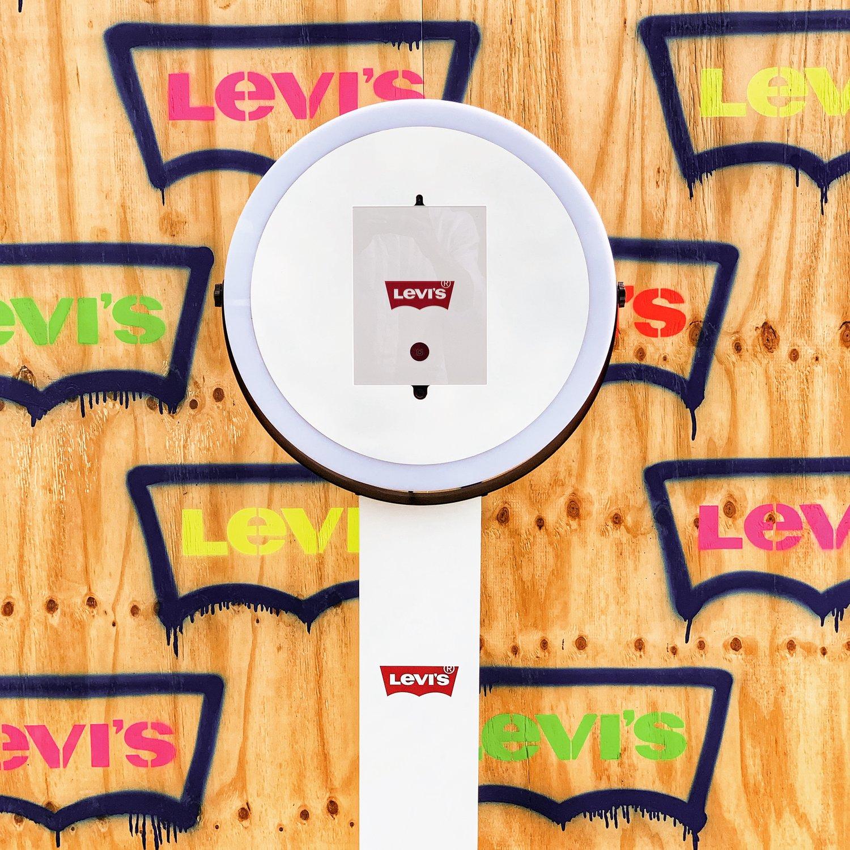 Overthebox Slim Photo Booth Levis.jpeg