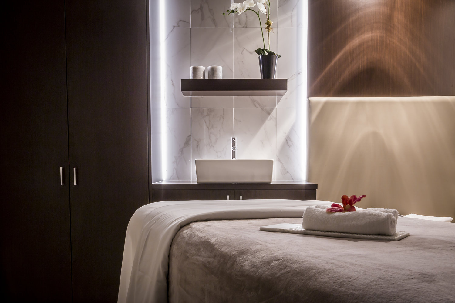 Spa+St.+James+at+Ritz-Carlton+Montreal,+treatment+room,+luxury+spa.png