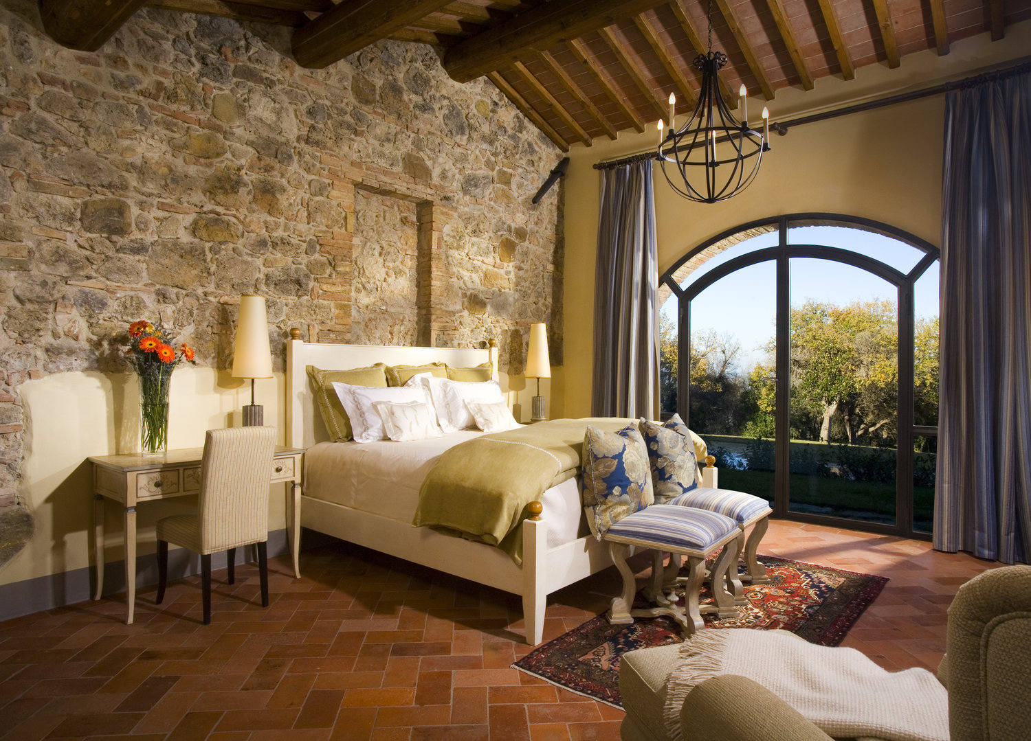 tuscany-italy-paradiso-junior-master-bedroom.jpg