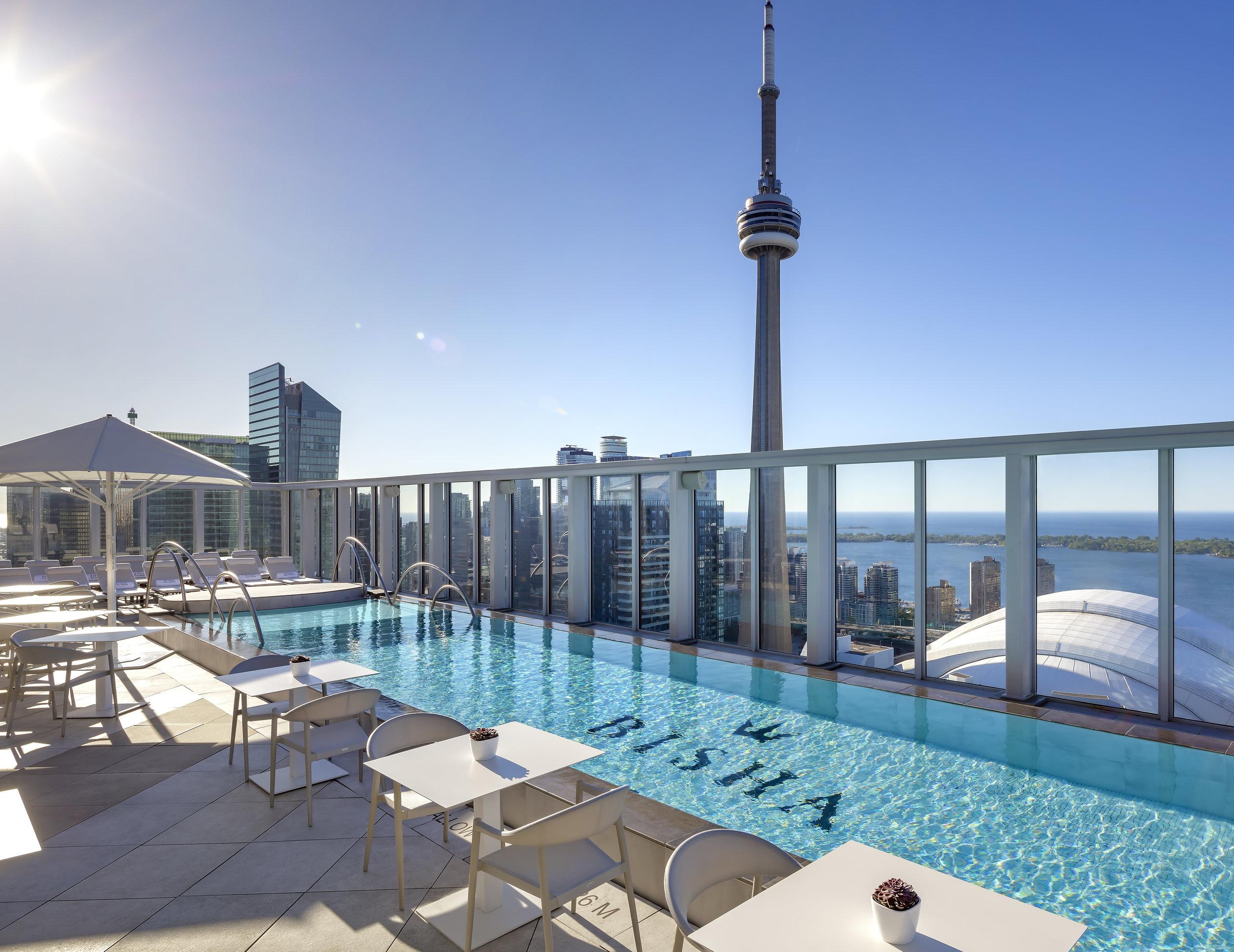 Bisha Hotel Toronto_Rooftop Pool_02_crop.jpg