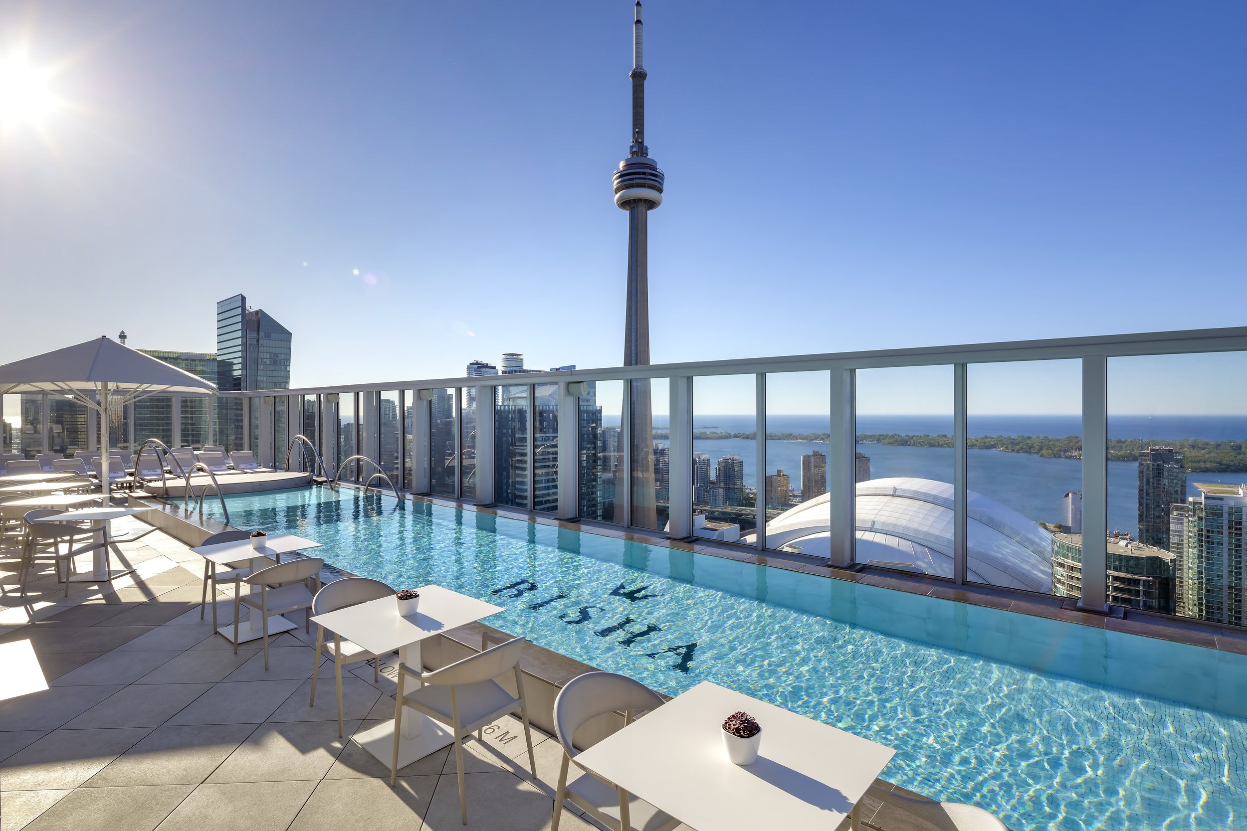 Bisha Hotel Toronto_Rooftop Pool_02.jpg