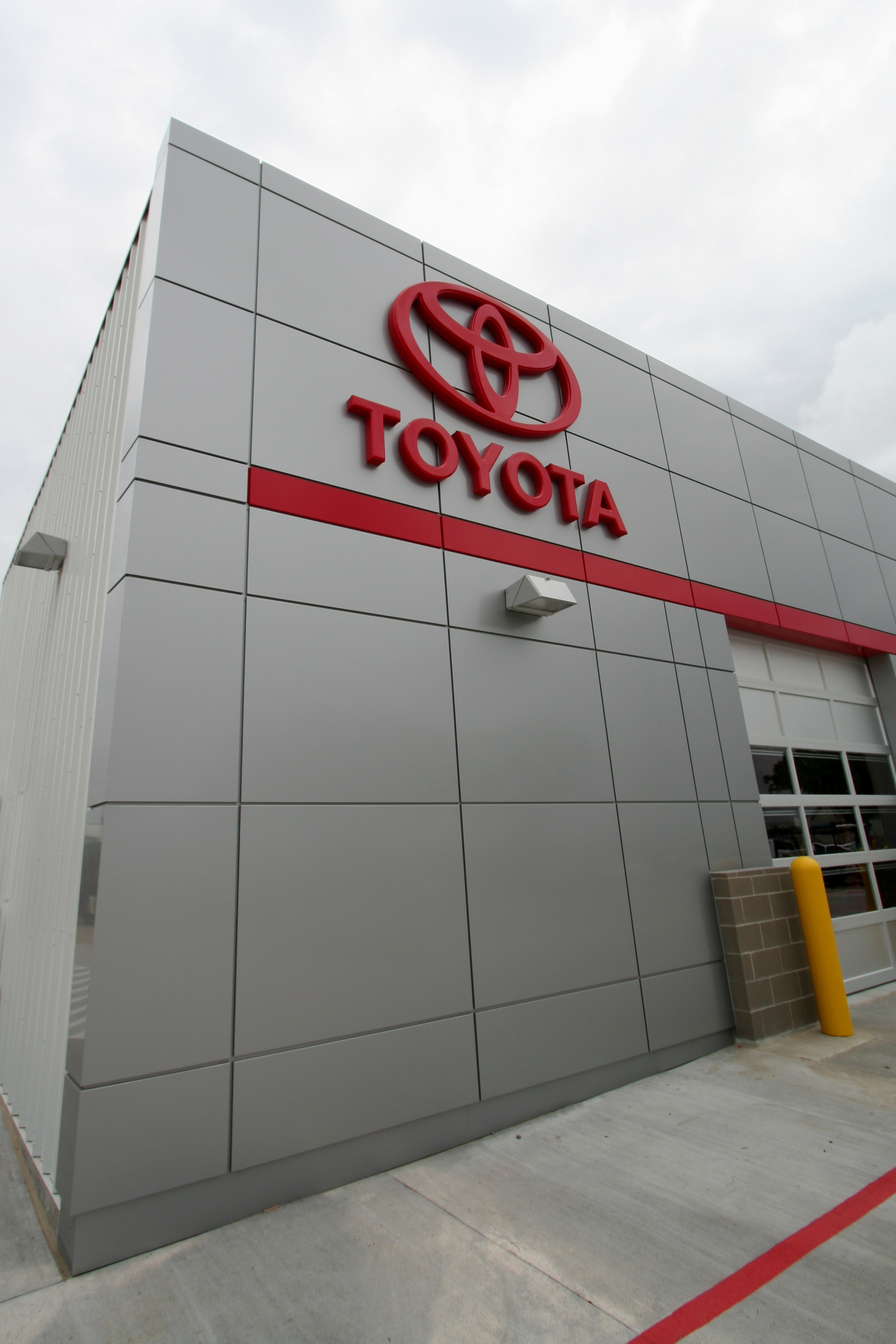 MH Toyota Express_Exterior_02.jpg