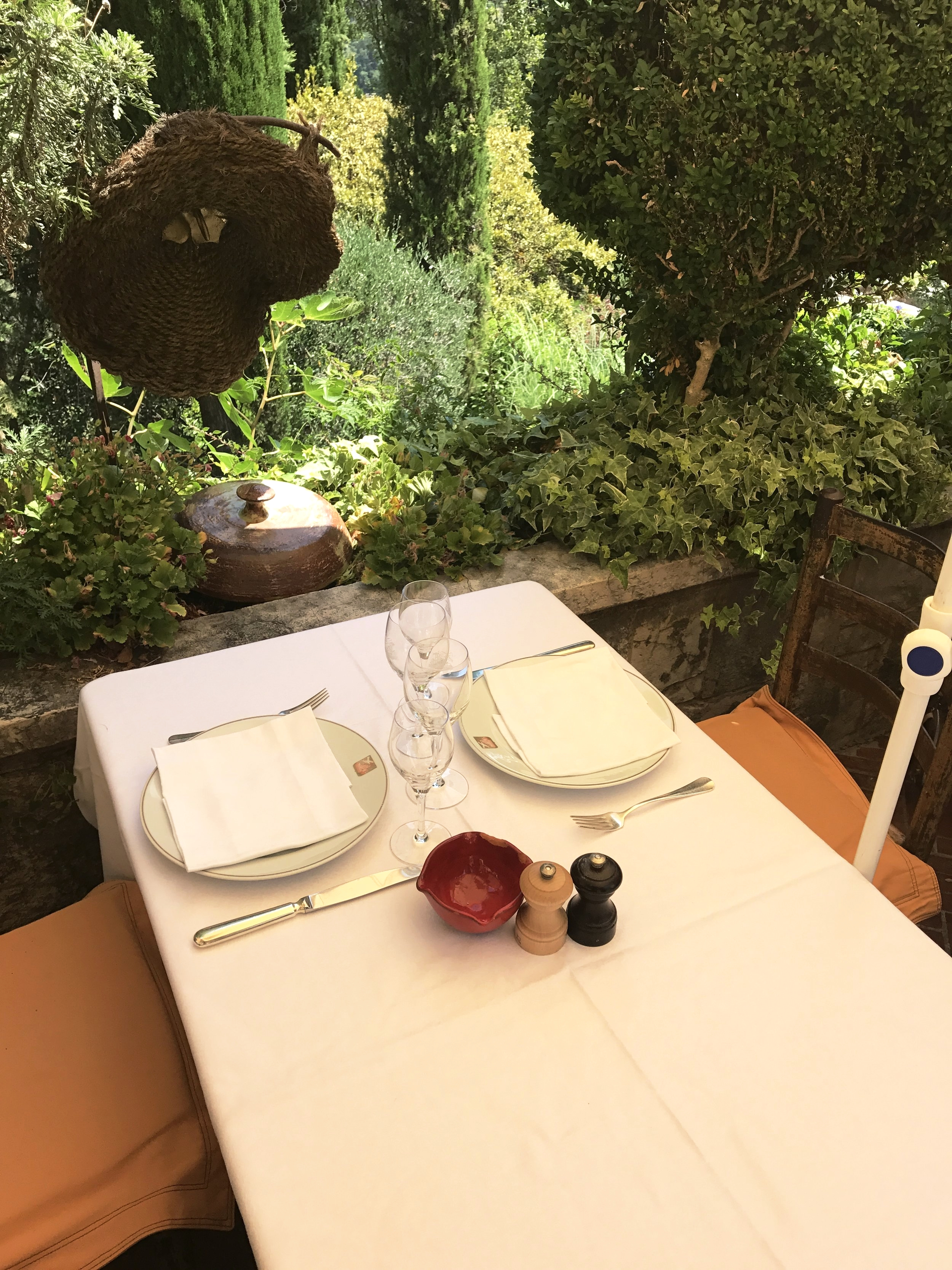 Table setting at La Colombe d'Or