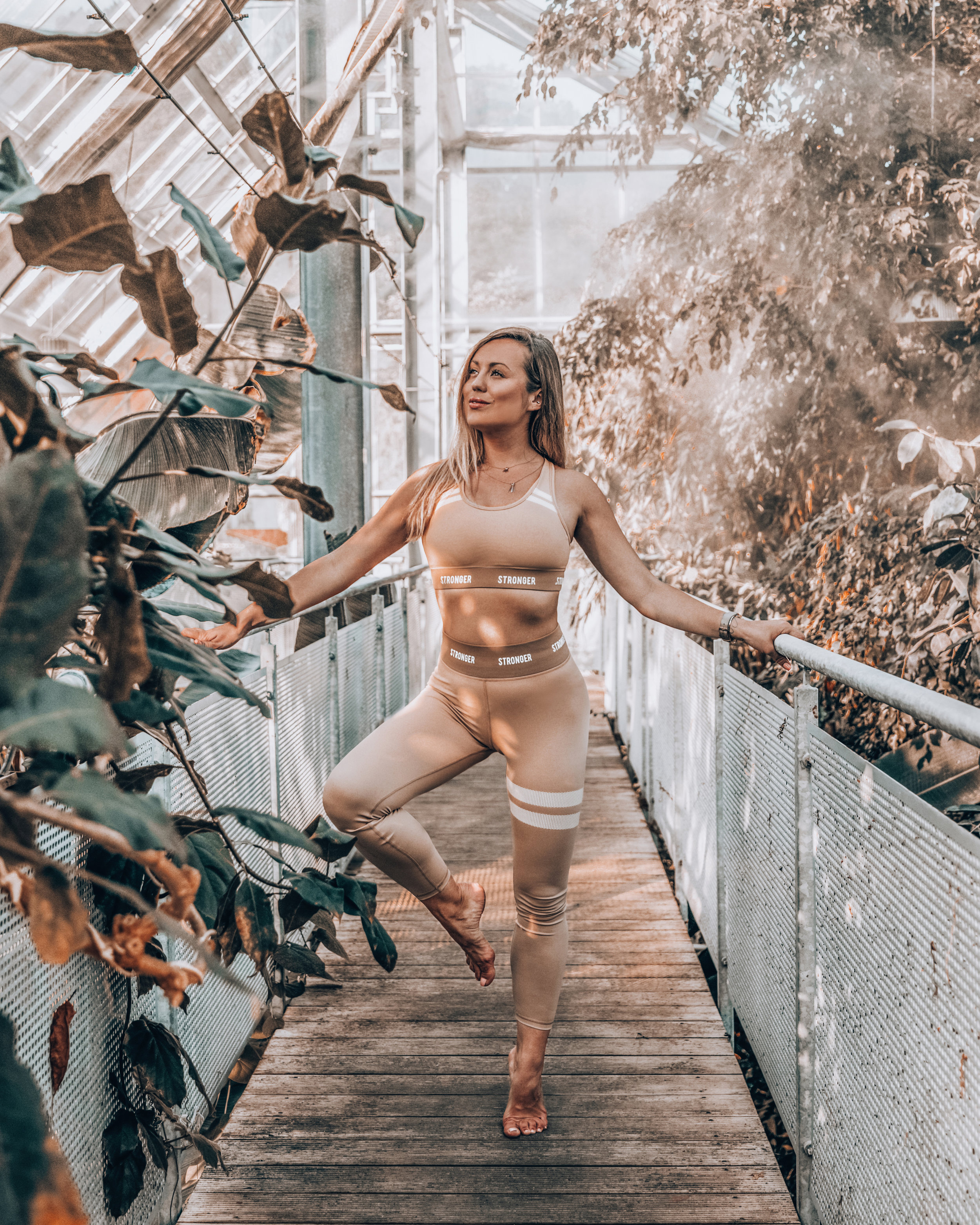 Active wear - I wish I would love to workout as much as I love to wear active wear lately. My life savior when it comes to traveling long hours and on a days off. (klick on the link to get my STRONGER outif )