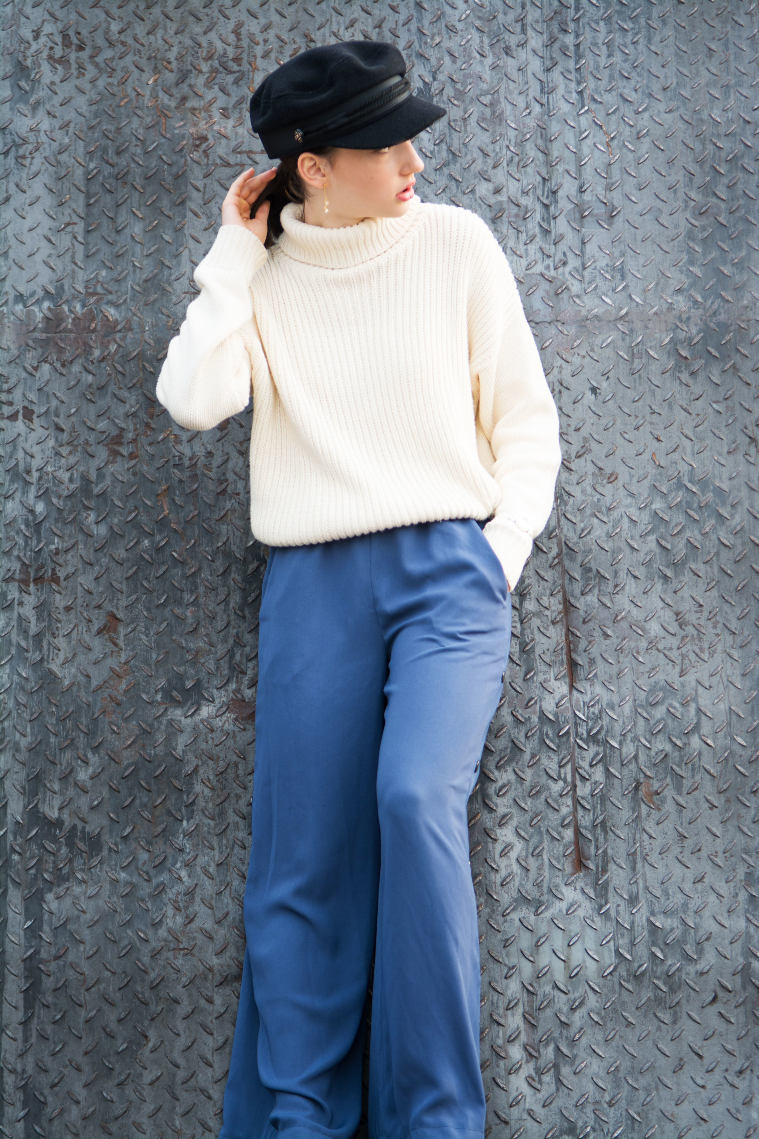 Hat - Asos  (click HERE)   Sweater - lulus  Pants - Asos  (click HERE)   Shoes- Aldo