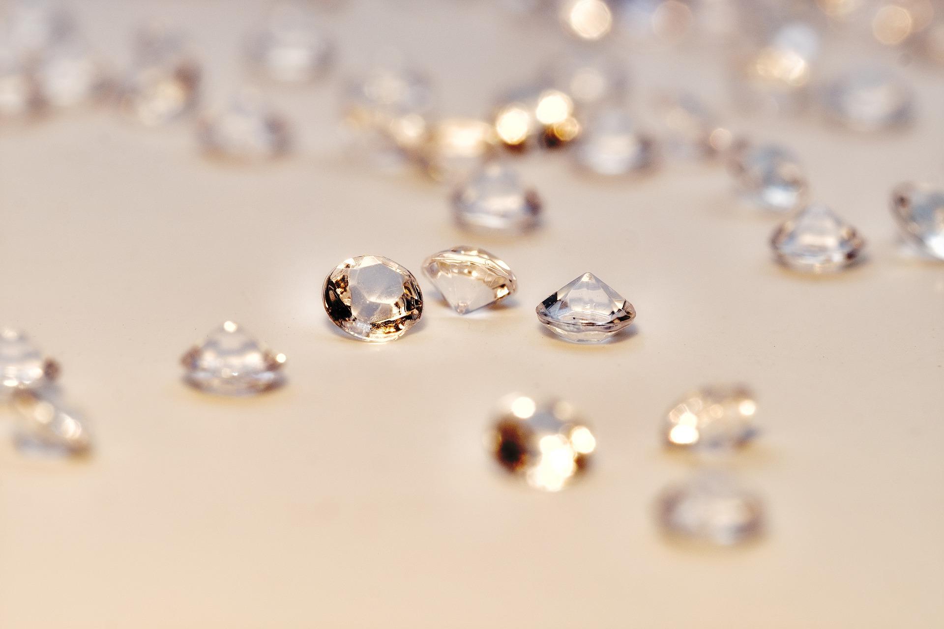 diamonds-4231176_1920.jpg
