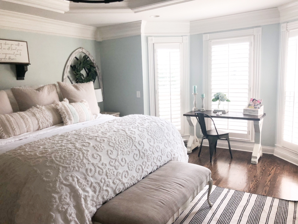 Master Bedroom Bedding featured in a Property Brothers ...