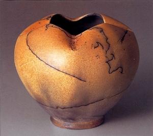 "Horsehair-Raku technique - Special Judges' Award ""Four Seasons"" Horsehair Vase at the Mashiko International Ceramics Competition of Japan in 2006."