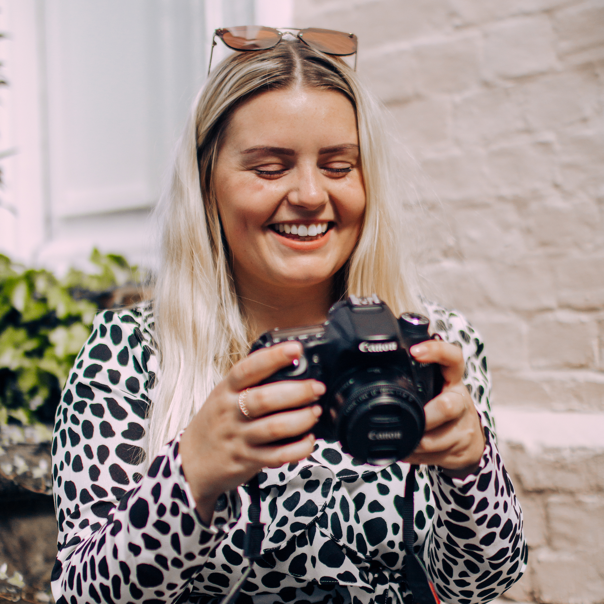 - I'm Mollie, I'm 23 years old and I'm a creative freelancer living in Kent. I work with national brands to small businesses, here in Tunbridge Wells, to produce honest and creative photography.I have a degree in Digital Photography and I'm currently an Editorial Assistant and the Social Media Manager at Muddy Stilettos Kent.Here's how I can help you!Or read my blog for social media, photography and freelancing tips.