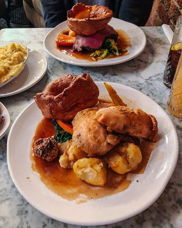 AD - Gifted. The perfect Sunday 💛 I had my first Roast of the season yesterday and it did not disappoint!! 🤪 Roast Chicken with all the trimmings with sides of Pigs in Blankets and Cauli Cheese 😍 cos how can you not go all out? Loving the brand new @whitebeartn1 in #TunbridgeWells! The Passion Fruit Martinis are delish and there's so many snuggly sofas and big armchairs to sink into it ✨ have you been in yet?