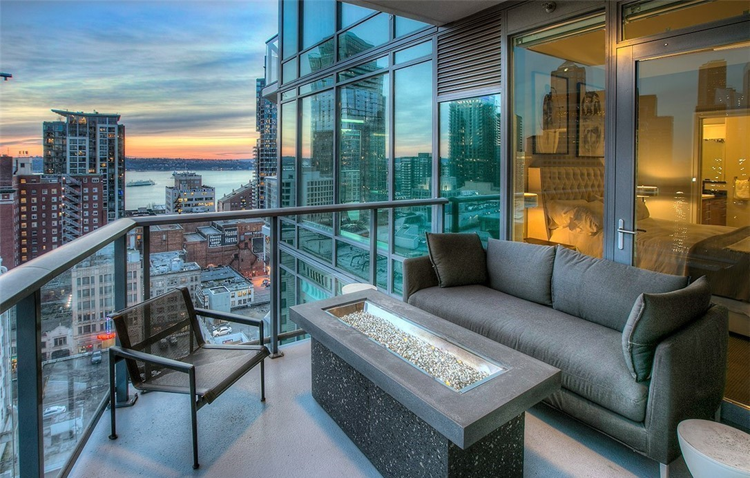 ESCALA #2005 - 2 Bedrooms + Den, 2 Bathrooms, 1,988 Square Feet2 Parking Spaces, 1 Storage UnitOffered at $2,395,000