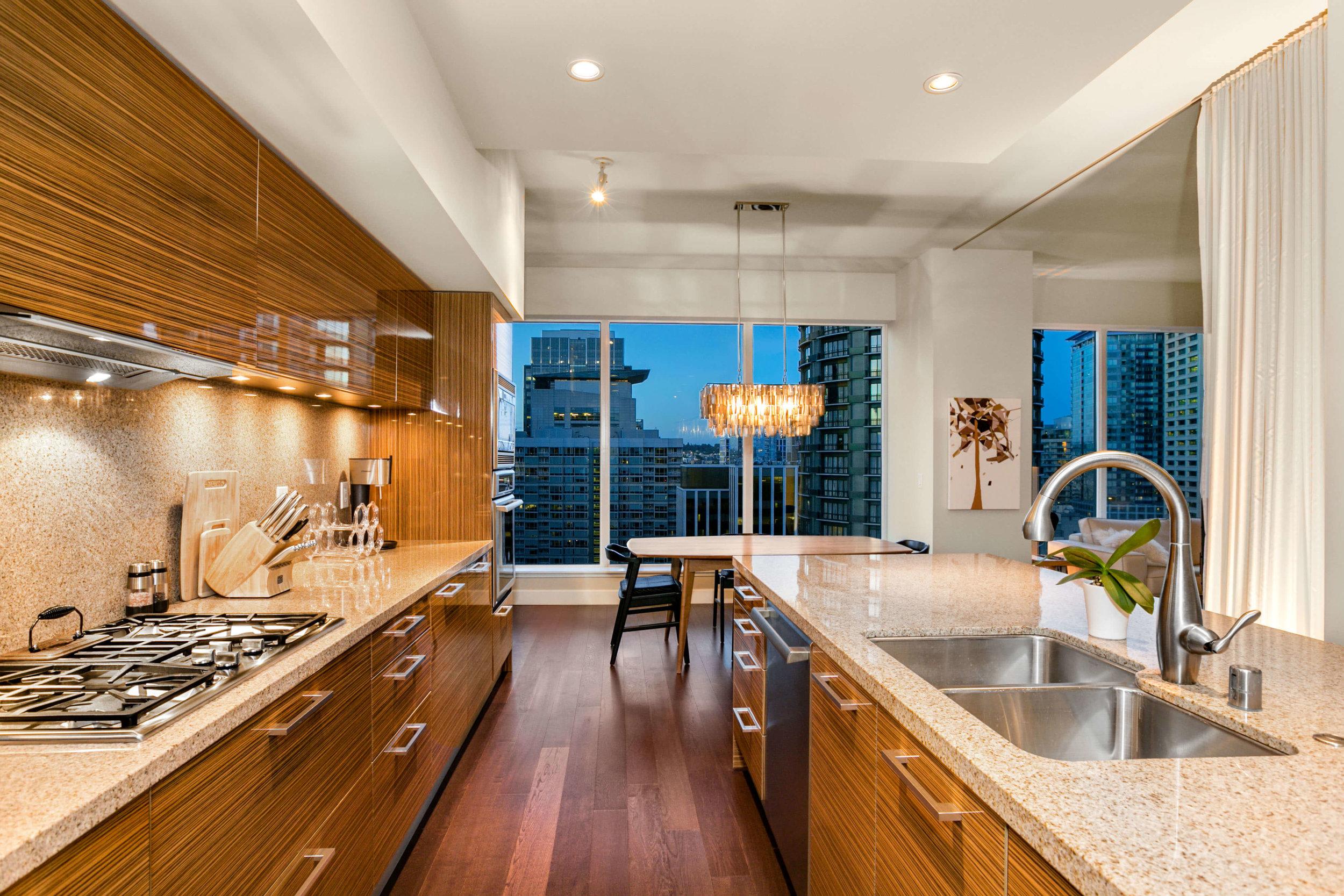 1920-4th-Ave-2406-Seattle-Washington-98101_kitchen-dining-area-views.jpg