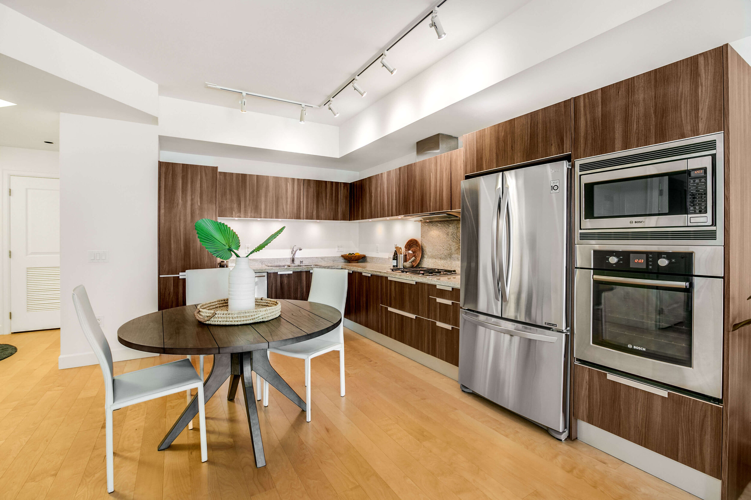 luxury-high-rise-condo-fore-sale-in-downtown-seattle.jpg