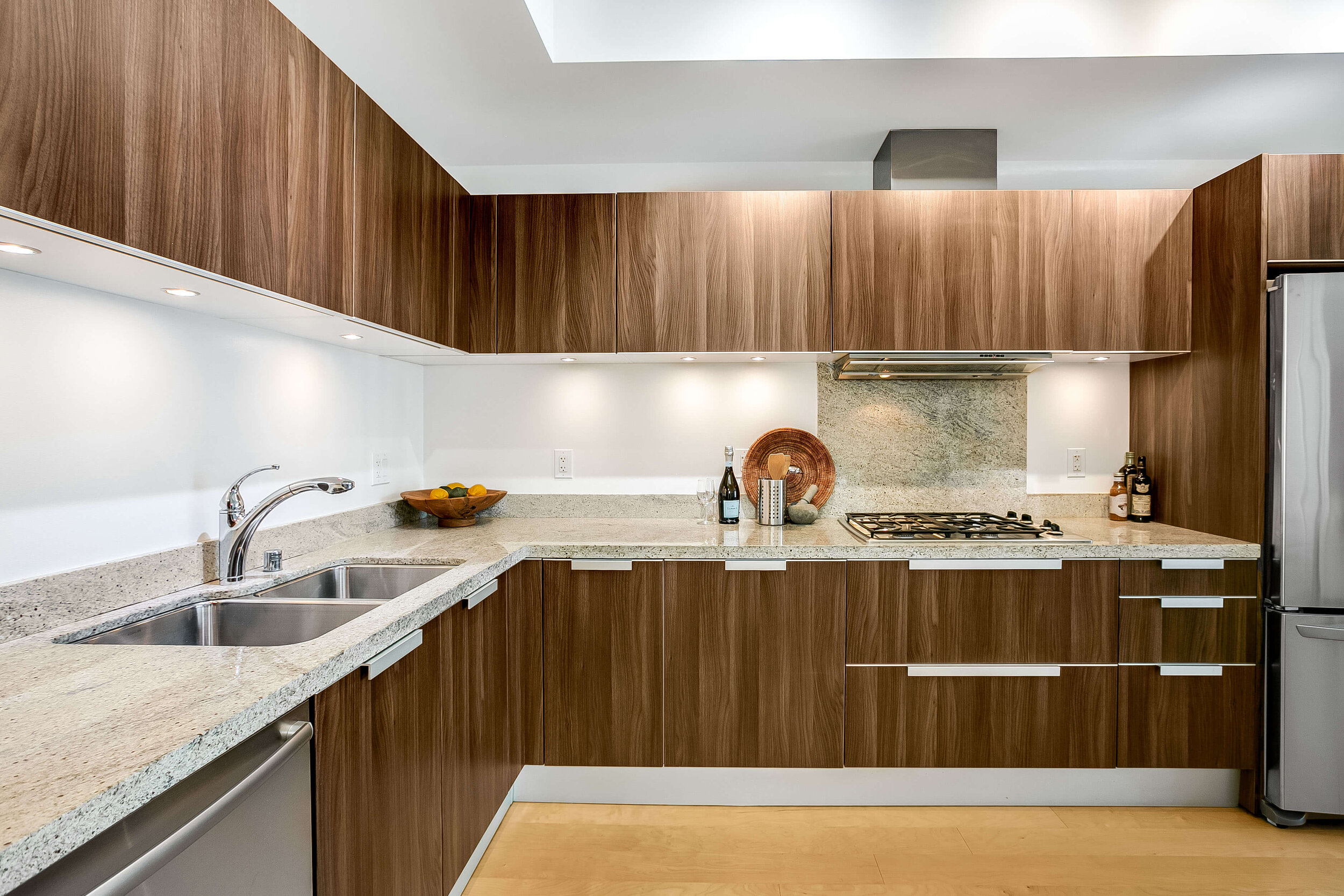 luxury-high-rise-condo-fore-sale-downtown-seattle.jpg