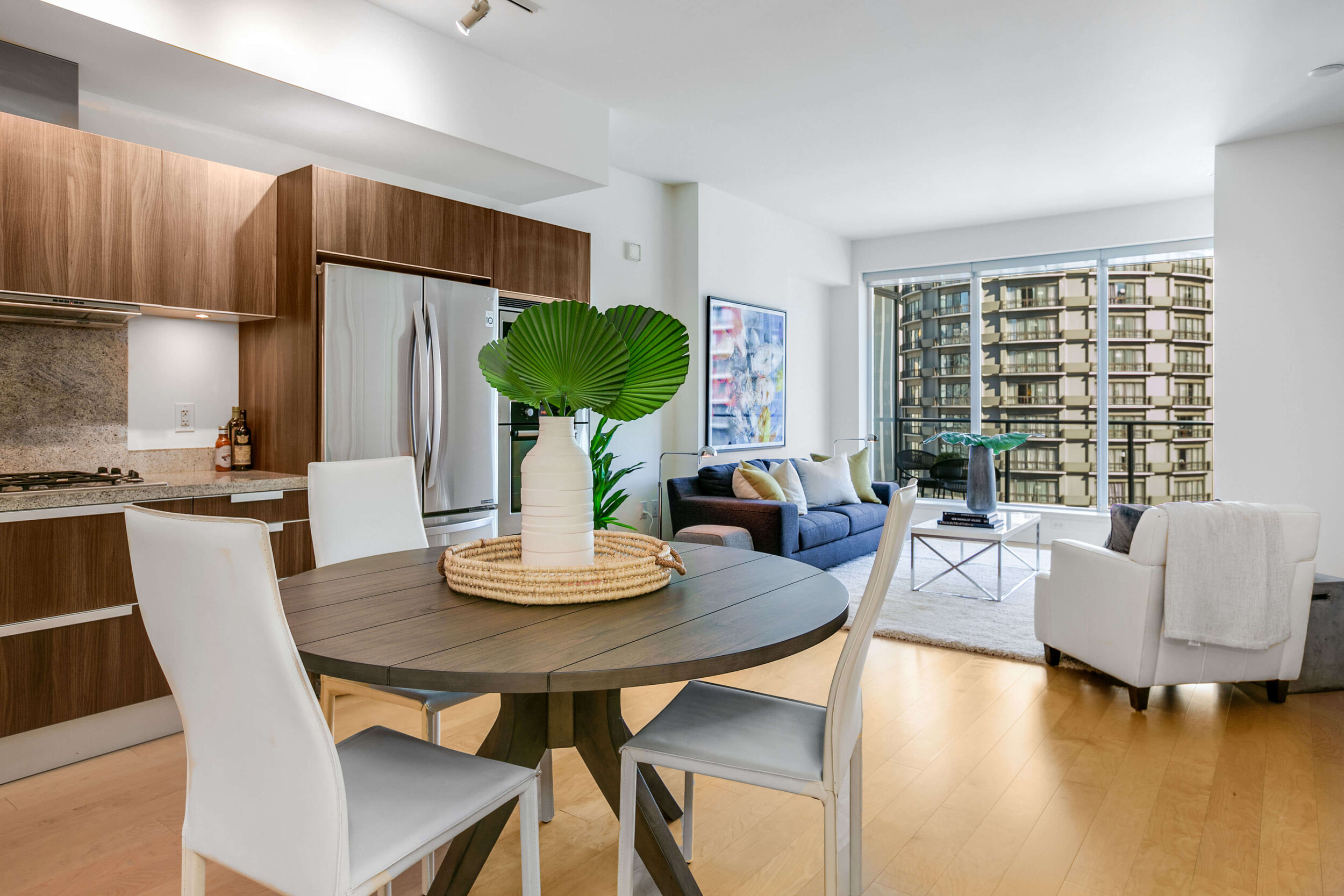 ESCALA # 809 - 1 Bedroom, 1.5 Bathrooms, 910 Square Feet,1 Parking SpacesOffered at $675,000