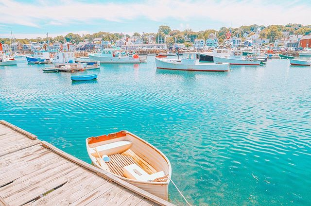 Does anyone else wait for the water to carry the boat to the perfect spot before taking the photo? 🙋‍♀️😂 Thanks, nature, for making this shot happen. Also, if you come to New England and don't take pictures of old wooden boats, were you even in New England at all? 🙃⛵️ . . . #travel #beachday #boat #sail #surf #newengland #scenesofnewengland #boston #massachusetts #mynewengland #natgeoyourshot #cottage #coastalliving #wheretofindme #theeverygirltravels #newenglandliving  #ignewengland #newenglandphotopgraphy #guidetonewengland #igersmass #capeology #rockportma #fishing
