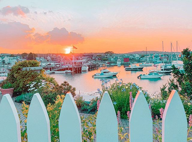 These are a few of my favorite things ⚓️⛵️🌅 Rockport, MA 📍Which is your fave- summer or Fall in New England? I am summer, all👏the👏way👏 I will be filling my feed with some of my fave highlights from this summer because I am going to cling onto it as long as I can even though the weather is quickly shifting. 😭 .  #travel #adventure #explore #newengland #sail #sailboat #ocean #sunset #newenglandlife #igersnewengland #igersmassachusetts #boston #capeann #rockport #massachusetts #zen