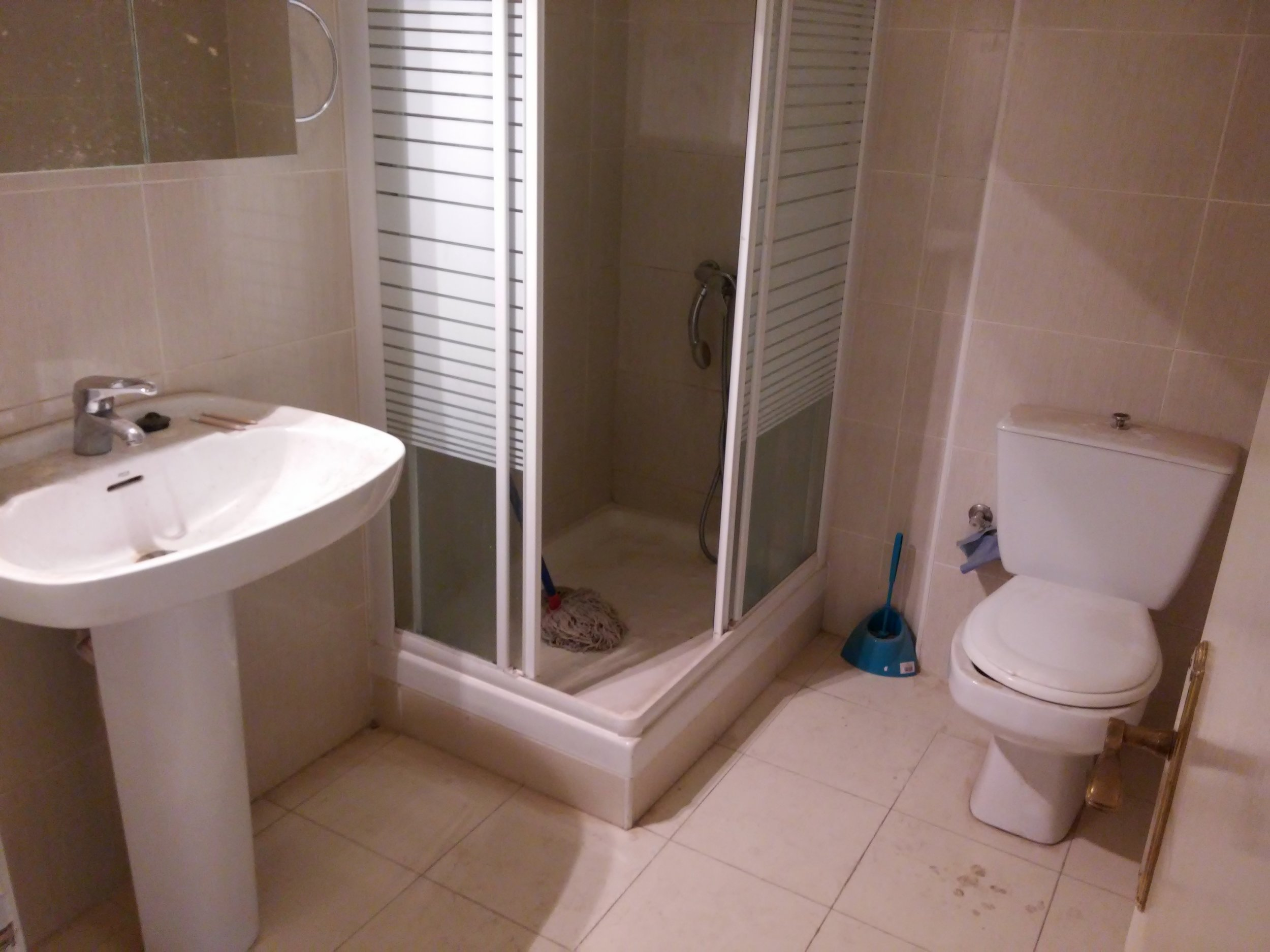Staged4more Staged Home Tour A Young and Fresh Rental Apartment in Spain Before Bathroom_3.jpg