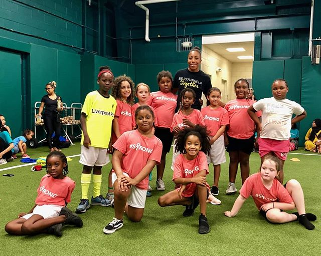 Thankful to be able to introduce our @phillygirlsinmotion and @theandersonmonarchs crew to the one and only @kristhomas7s this week! Check our story for some expert passing and serious side steps. #growthegame #likeagirl #futureallstars
