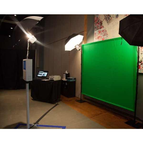 Green-Screen-Photo-Booth-3.jpg