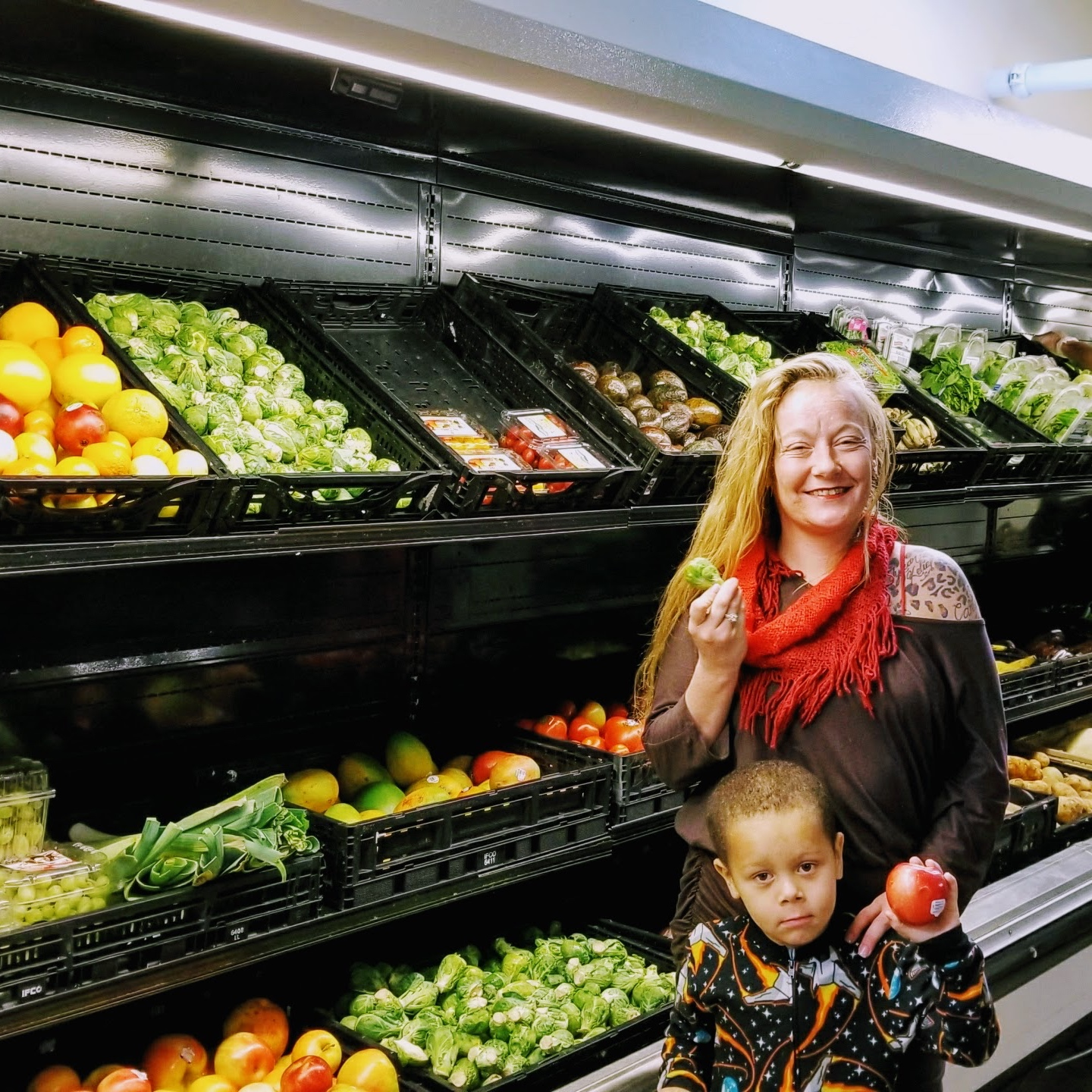Healthy Food Access: - One of Metro Caring's most popular services is our Fresh Foods Market. Community members can shop once a month for a week's worth of ethnically diverse groceries that include fresh fruits, vegetables, dairy products, whole grains, proteins and more.