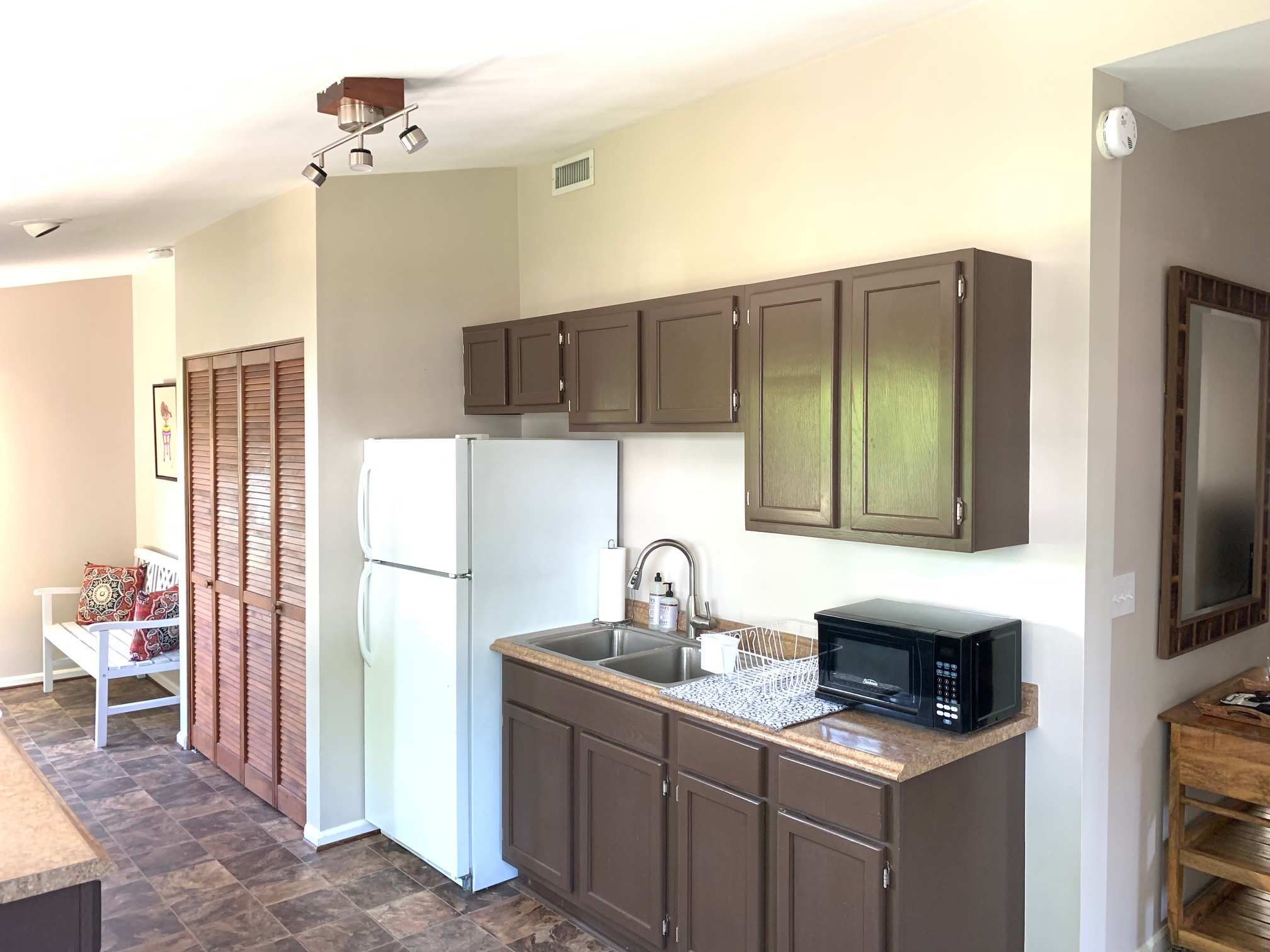 KITCHEN AND ENTRY.jpg