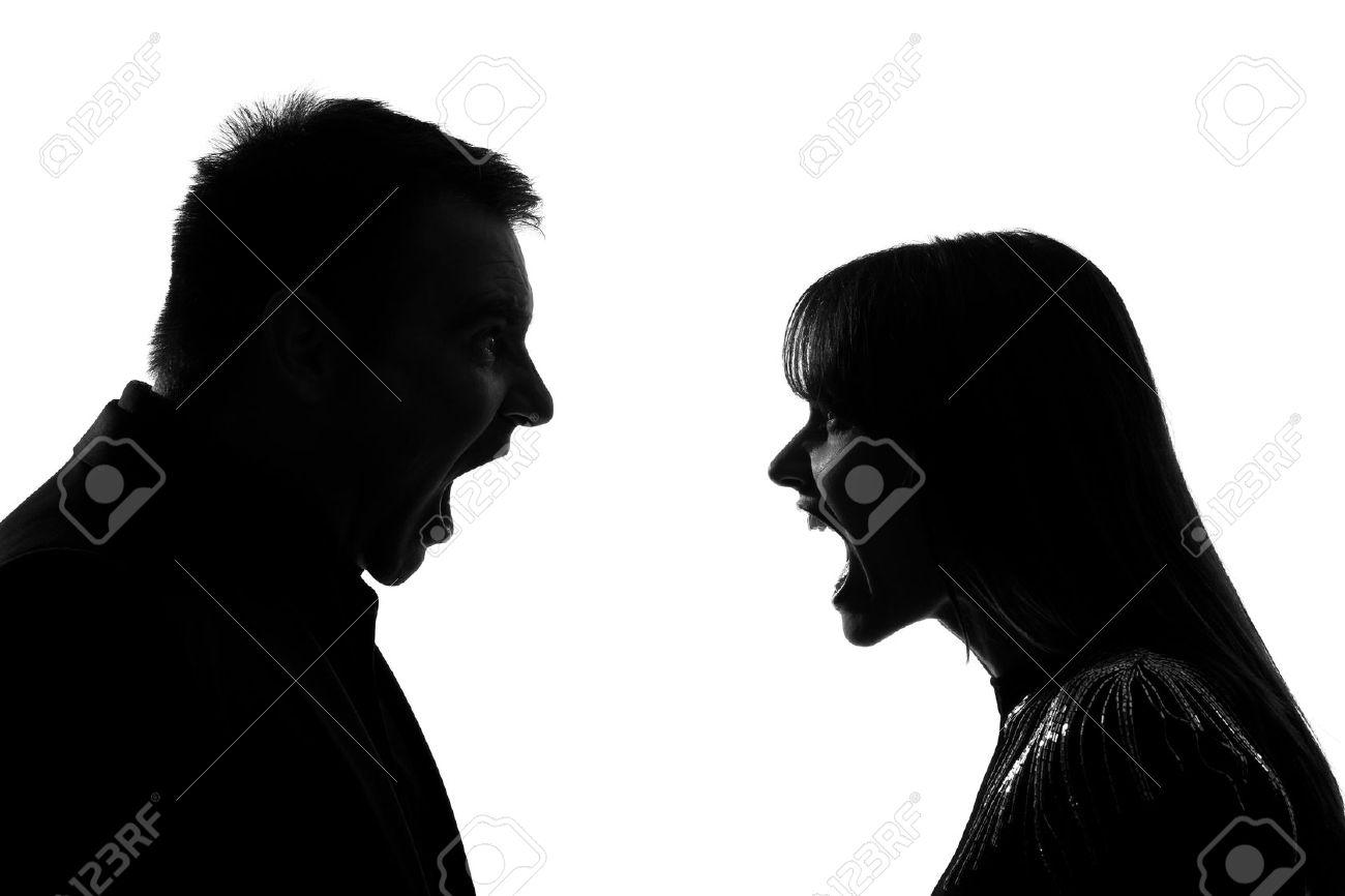 14683169-un-hombre-cauc-sico-y-de-la-mujer-frente-a-frente-gritando-dipute-gritando-en-el-estudio-de-silueta-foto-de-archivo.jpg