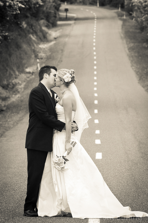 Neudorf Rd wedding kiss-4004-2.jpg