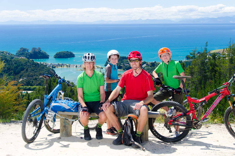 Mountainbike family at Kaiteriteri