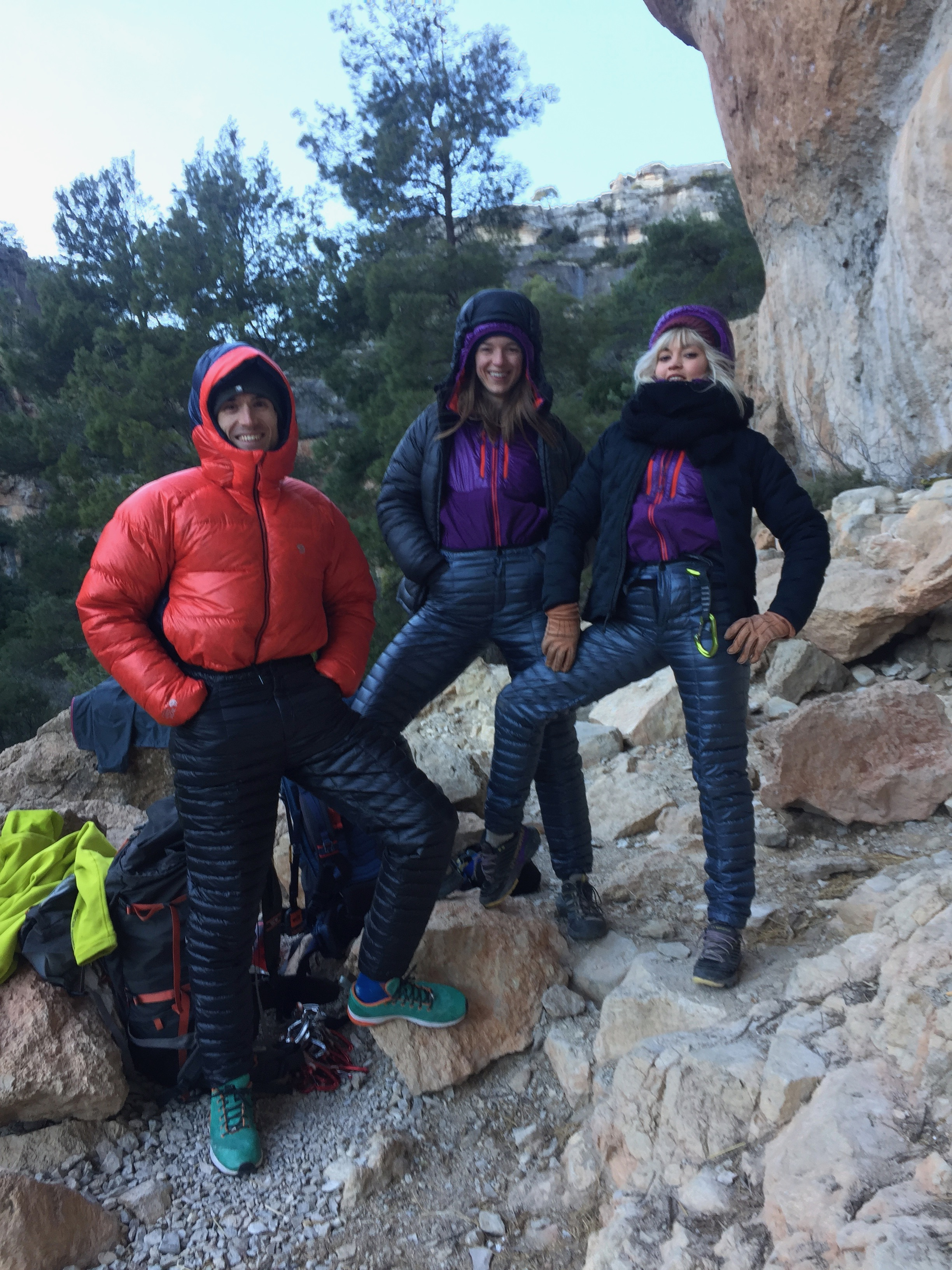 There is no really a bad weather but a bad gear or preparation (or a wrong state of mind?). Good crag company in freezing Siurana 2018! Ethan Pringle from Mountain Hardwear and Stacy from California. We are all wearing Mountain Hardwear    Unisex Ghost Whisperer Downparnts    which are for sure THE BEST downpants designed for climbers.