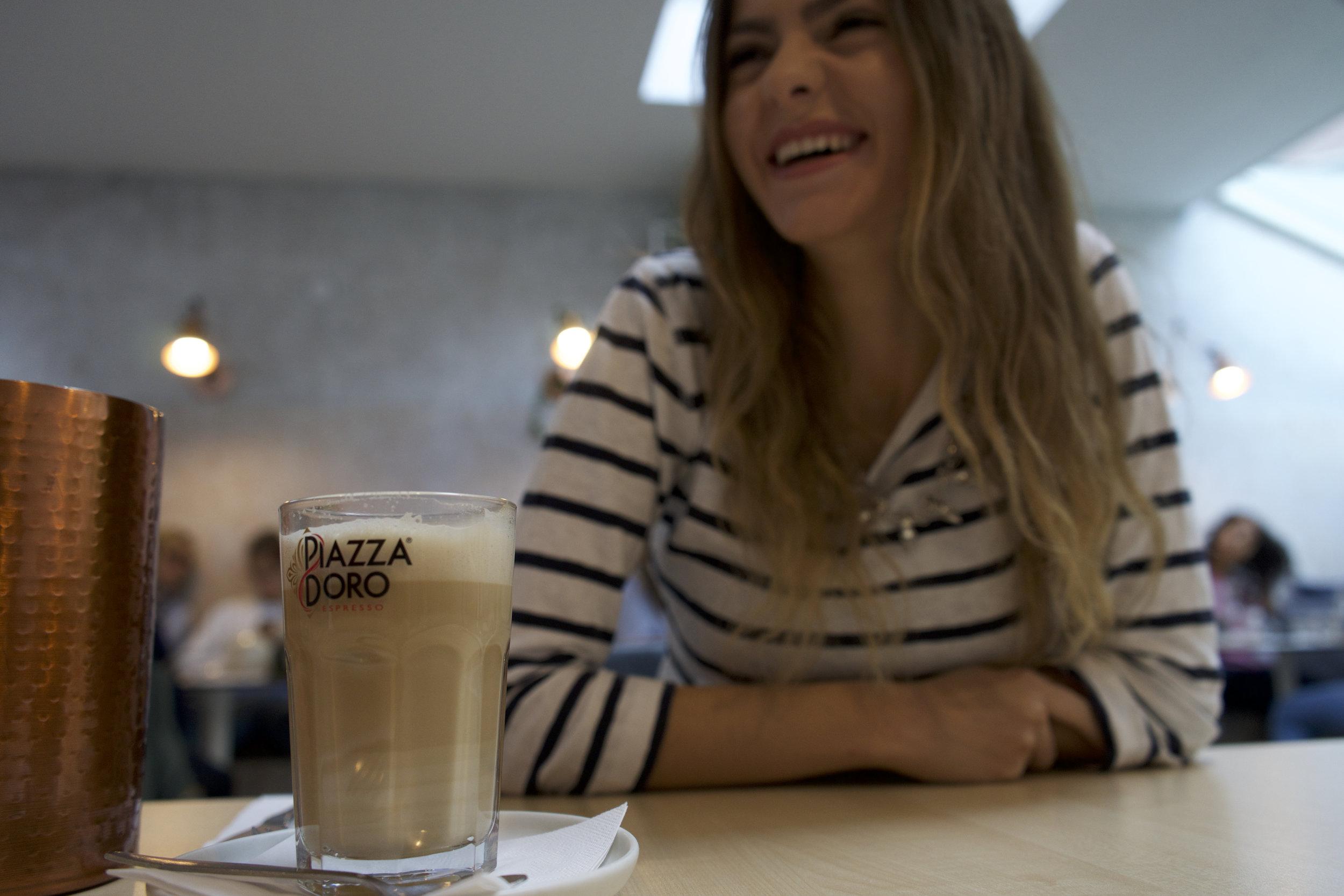CATEGORIE LIFESTYLE - Elle a pour objectif de partager mes découvertes: endroits, restaurants, cafés, produits, mes bons plans, ... mais aussi de partager mes voyages, des conseils de la vie quotidienne et mes coups coeurs en décoration.                          La catégorie que je veux vraiment développer plus. D'ailleurs, si vous allez sur mon profil Instagram, vous avez une rubrique