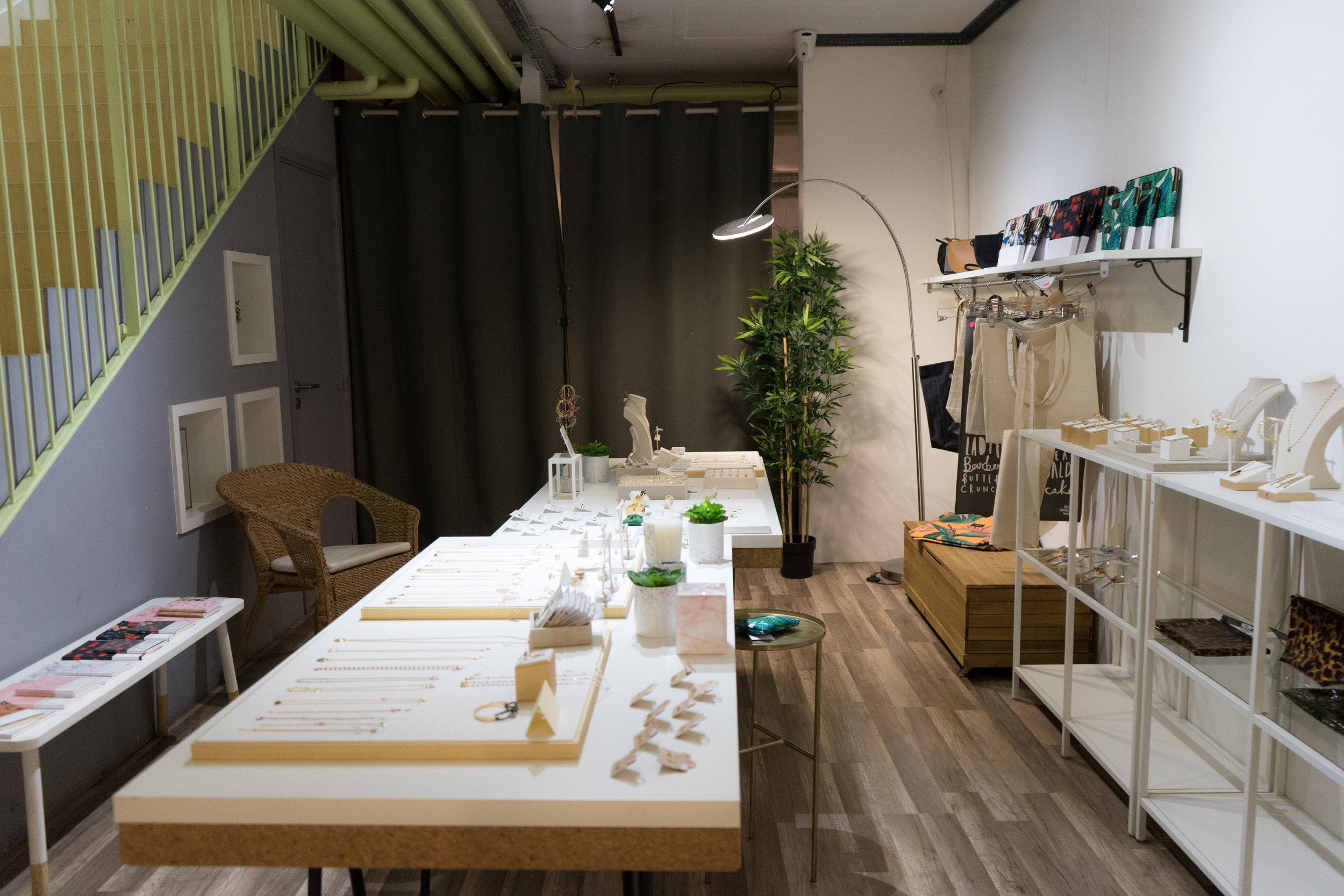 Shop décor femmes.jpg
