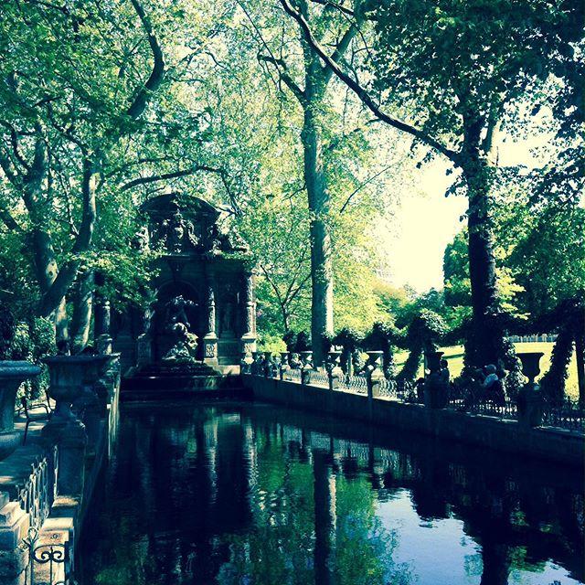 Paris l'été 🦚☀️ #paris #parisienne #artparis #summer #été