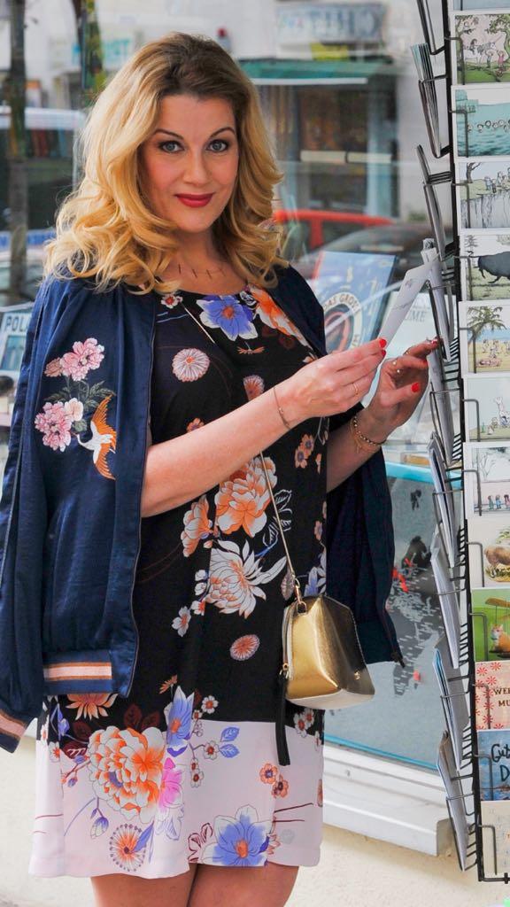 Blouson: Hallhuber Schmuck: ANNA Inspiring Jewellery Tasche: Aigner