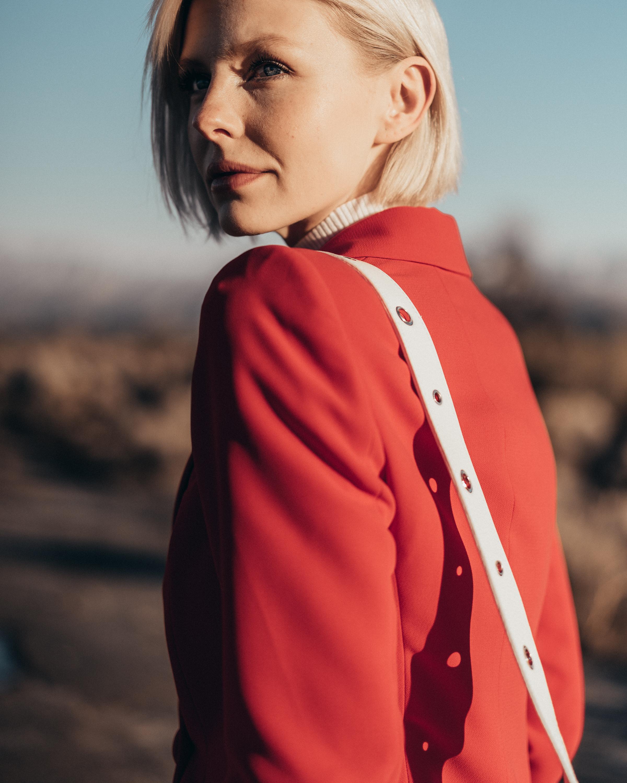 Summer-Look   Longblazer Pullover Umhängetasche mit Zierschließe