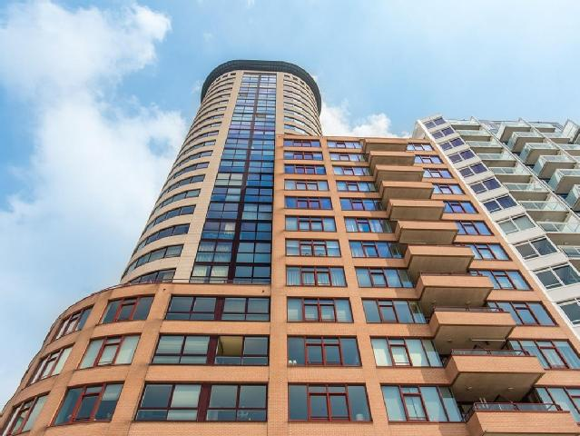 Sardijntoren Vlissingen  Staat bovenop zeewering op. 10 m. boven NAP. De 80 meter hoge toren met 74 appartementen en een restaurant op de Vlissingse boulevard en een kelder met en capaciteit van 223 parkeerplaatsen. Markant gebouw en is in de verre omtrek waarneembaar als een echt baken in Vlissingen.