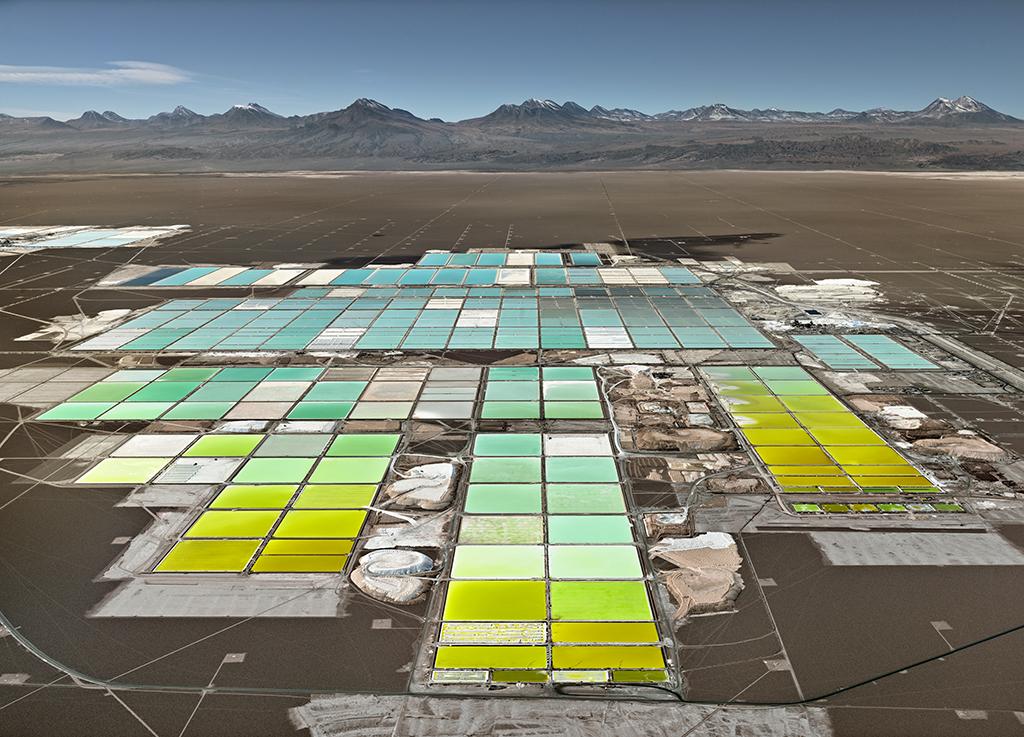 Edward Burtynsky: Lithium Mines #1, Salt Flats, Atacama Desert, Chile, 2017 . Inkjet print, 58 ½ x 78 inches. Courtesy of the artist and Nicholas Metivier Gallery, Toronto. © Edward Burtynsky, 2017.