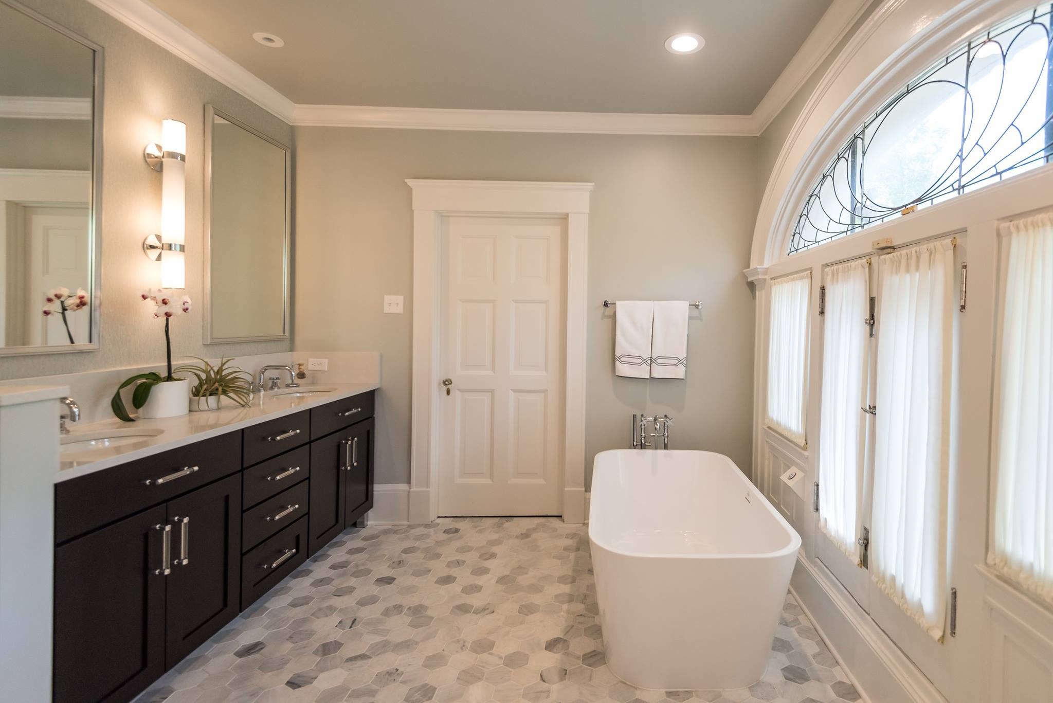Full Bright Bathroom