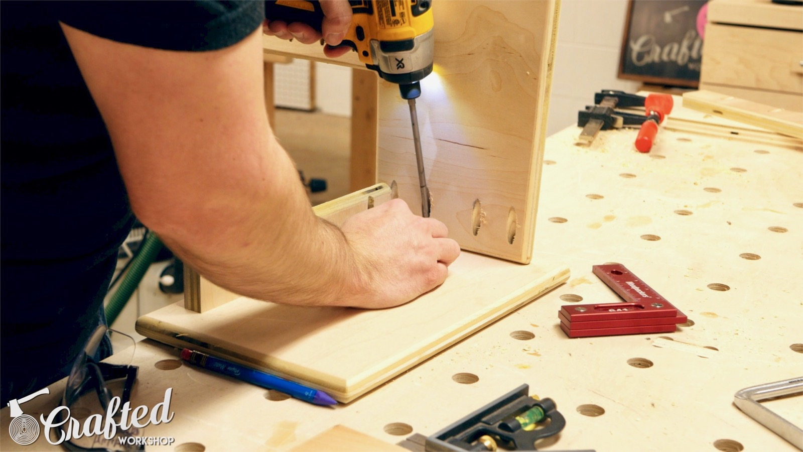 screwing together plywood sides using pocket screws