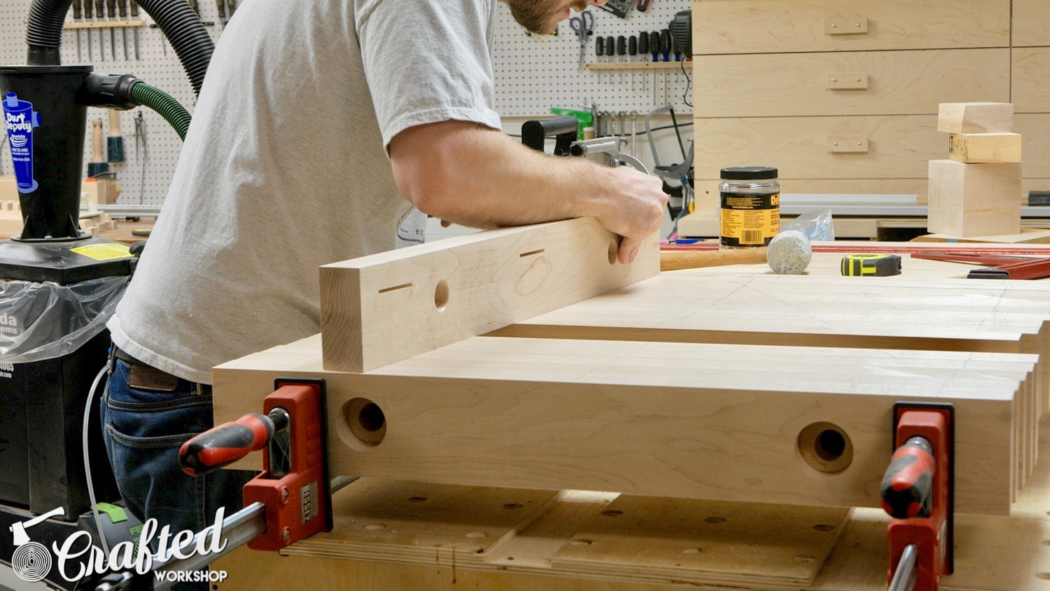 cutting biscuit slots in hard maple with dewalt plate joiner