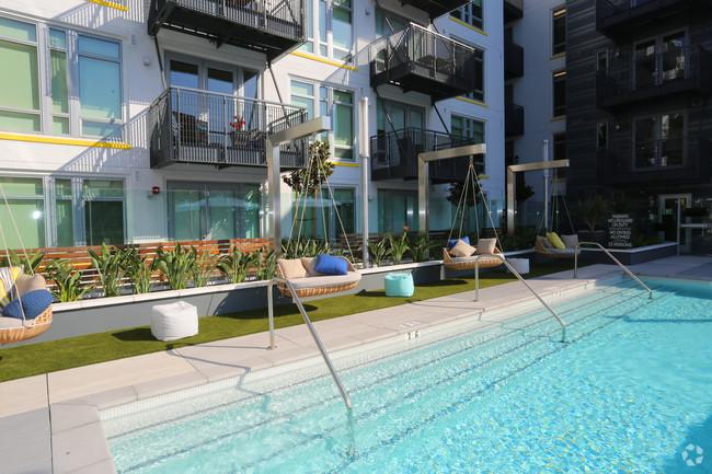 oakwood---olympic-olive-los-angeles-ca-pool.jpg