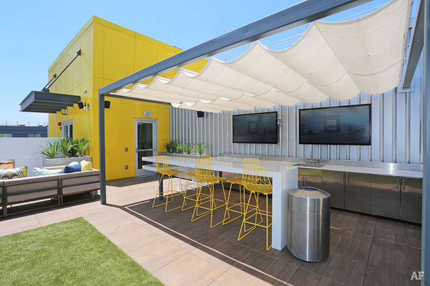 oakwood---olympic-olive-los-angeles-ca-outdoor-lounge.jpg