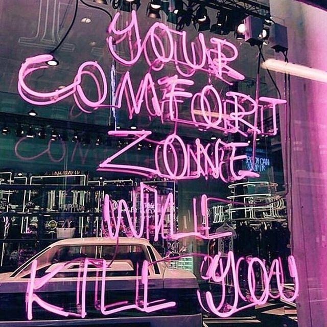 Ya hemos estado por mucho tiempo en la zona de comfort y hemos parecido zombies! DESPERTEMOS MUCHACHASSSSS que vida solo hay una y sino lo hacemos por nosotras no lo hacemos por nadie! Tenemos 2 artículos increeeee de las co-fundadoras de @rebelle_women ...será que se pone en de acuerdo para vivir sincronizadas 🤔 más en las stories ⚡️⚡️⚡️⠀ #REBELLEwomen⠀ #outofthecomfortzone⠀ #REBELLEblog