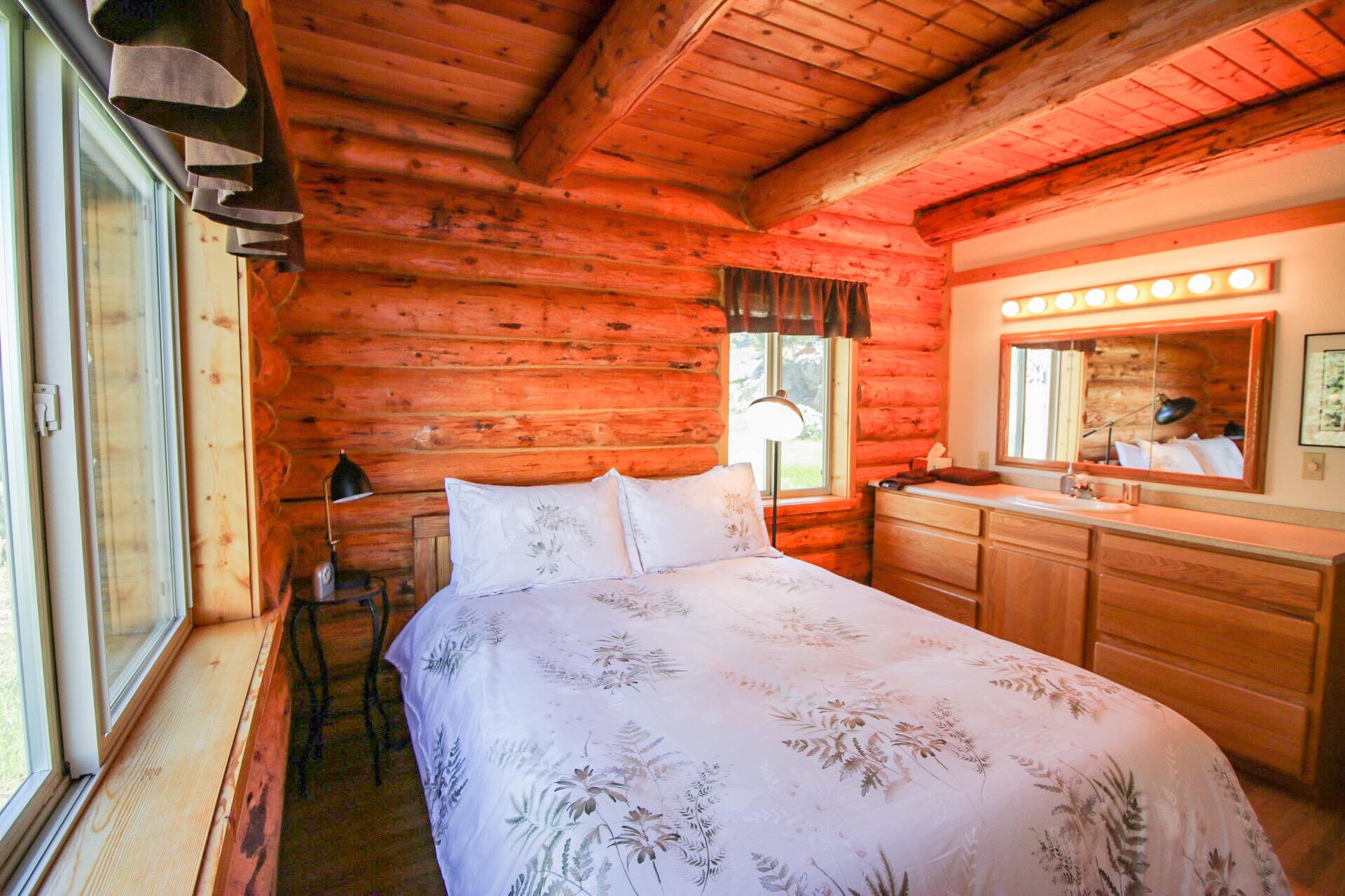 small queen room.jpg