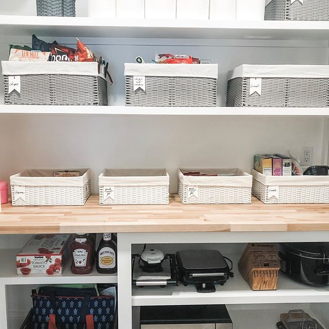 This lunch packing station certainly makes for some #pantrygoals! • No matter what your set-up, having a sense of organization allows you to hold the entire family accountable and share some of the responsibility for getting out the door on time now that school is back in session! • How do you prep for the week or day ahead?