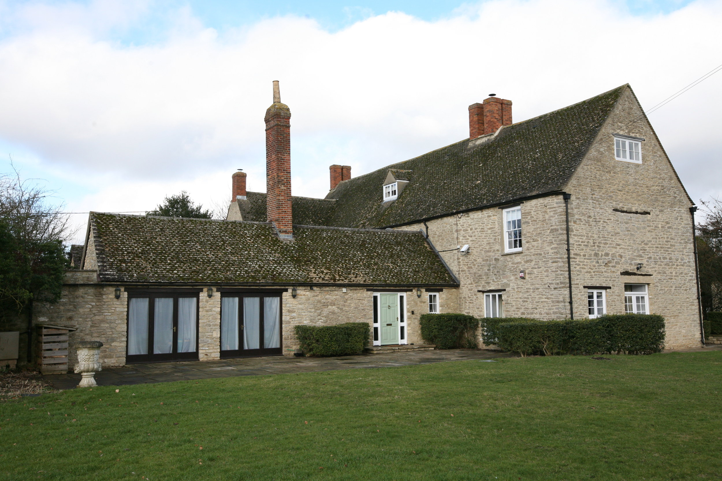 - YOGA, MINDFULNESS MEDITATION RETREAT12th-14th October, 20172 night, 2 day RetreatManor Farm, Thrupp, Oxfordshire.Single Occupancy £425pp (limited availability)Twin Occupancy £355ppTriple occupancy £340 pp