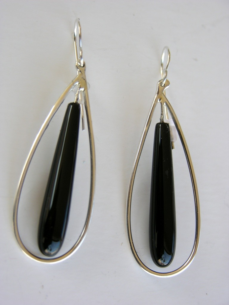 Silver hoop with onyx earrings
