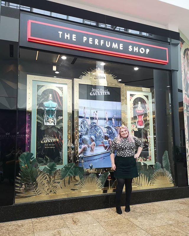 The perfume shop in @lovemeadowhall has recently had a make over and have brought out some new innovative ideas.  In the store now you can pimp your bottle with names, pearls and diamontes. If you are buying a gift you can customs make wrapping paper and ribbons, to make it extra special.  @theperfumeshop #tpssheffield #meadowhall #lovemeadowhall #prevent #sheffieldblogger #sheffieldissuper #gifted